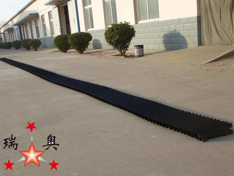 线性滑动轨道上的热焊接保护罩6副本
