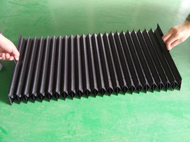 线性滑动轨道上的热焊接保护罩7