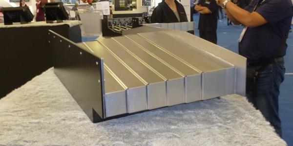 简述机床钢板导轨防护罩内部结构