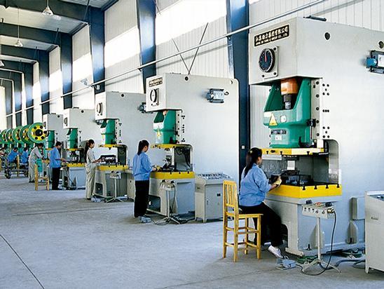 钢制拖链生产设备车间