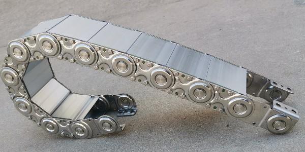 全封闭式钢制拖链价格跟哪些因系有关?